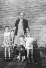 Katie Carrie with grandchildren, Dona, Sonja, and John Walker