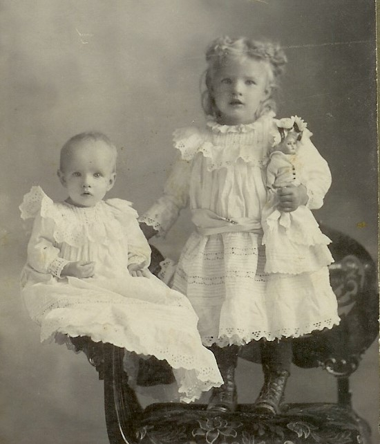 Jessie Burrell and sister Willie Leatherwood approx 1903