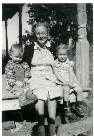 Grandma Katie and grandchildren, Larry and Jennell Leatherwood abt 1951